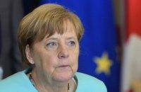 Меркель по телефону привітала Зеленського з перемогою і запросила до Берліна