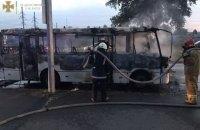 У Києві згоріла маршрутка, водій отримав опіки обличчя та руки