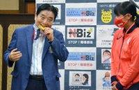 Олимпийской чемпионке заменят золотую медаль после того, как ее награду попробовал на зуб мэр японского города