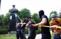 Кернес заявил, что восстановит поваленный памятник Жукову в ближайшее время
