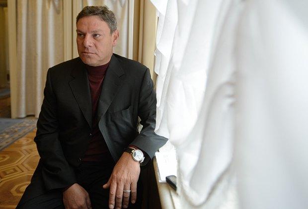 Во время беседы Лев Юльевич постоянно отвлекался, чтобы пожать руку очередному депутату. Многие старожилы парламента его помнят и спешат засвидетельствовать почтение