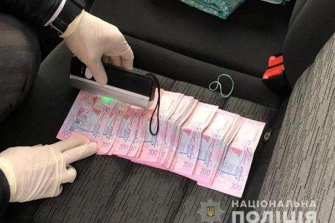 Двое полицейских задержаны при получении 10 тыс. гривен взятки в Полтавской области