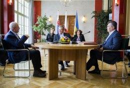 Янукович обещает сотрудничать с ТС, ничего не нарушая
