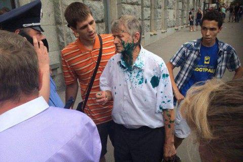 Харьковского депутата-коммуниста облили зеленкой