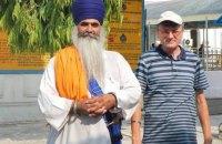 Вор выхватил телефон у украинского посла в Индии во время селфи