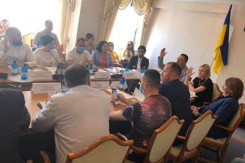 """Парламентский комитет информполитики поддержал законопроект """"О медиа"""" вопреки протесту медиасообщества"""