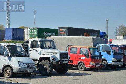 Во Львове водитель погиб под колесами своего грузовика