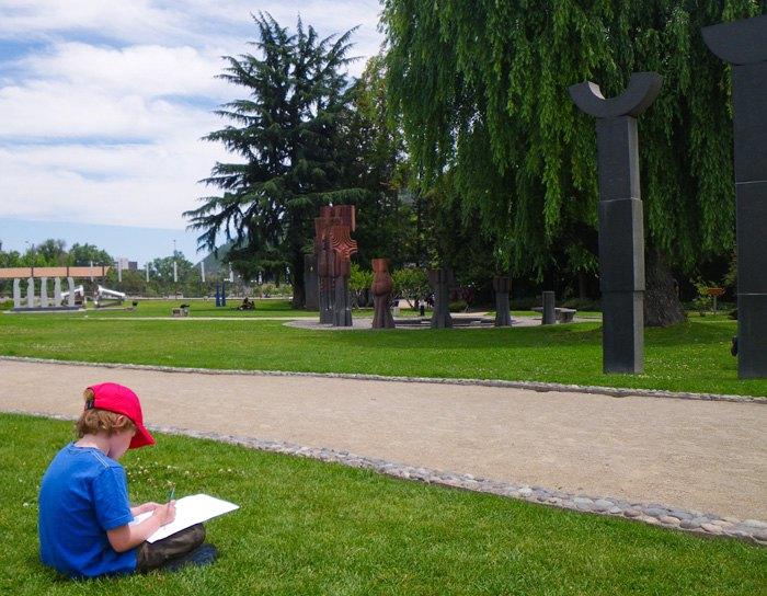 Урок мистецтва у хоускулера під час поїздки з батьками до Сантьяго, столиці Чилі.