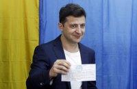 Зеленський показав журналістам бюлетень і одразу ж заявив, що не показував його