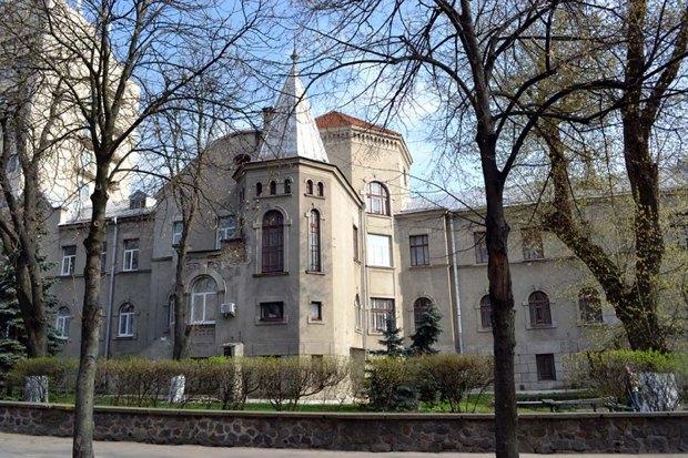 Здание Республиканской клинической больницы на улице Коцюбинского