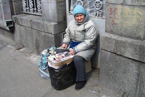 Яценюк призвал освободить патрульных от борьбы с бабушками