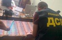 Поліція затримала на хабарях дев'ятьох посадовців за дві доби