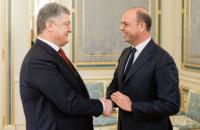 Порошенко обсудил ситуацию на Донбассе и в Крыму с главой ОБСЕ