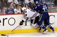 У Кубку Стенлі хокеїст ледь не відрізав вухо супернику ковзаном