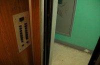 Во Львове патрульные среди ночи разбудили председателя ОСМД, чтобы освободить трех застрявших в лифте жителей