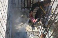 В Умані хасиди влаштували зону барбекю на балконі шостого поверху