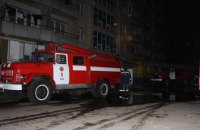 У Києві через пожежу на сьомому поверсі 9-поверхового гуртожитку евакуювали 77 осіб