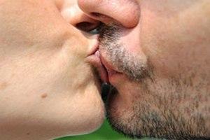 Поцелуи и объятия для мужчины важнее секса, - ученые