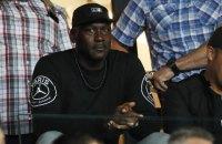 Владелец клуба НБА Майкл Джордан дал во время матча подзатыльник своему игроку