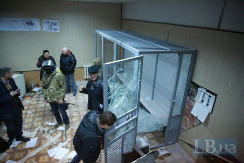 Полиция открыла уголовное дело из-за погромов в Святошинском суде Киева (обновлено)
