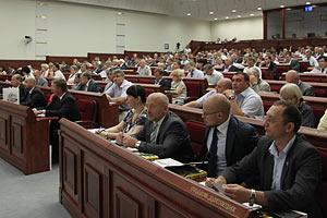 Донецькі депутати відгородилися парканом, щоб запровадити регіональну мову