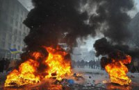 На Грушевского силовикам противостоят около 5 тысяч человек