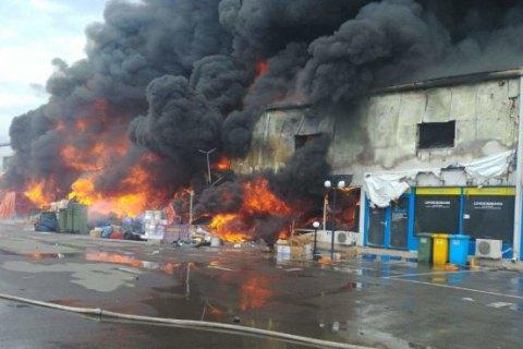 Под Бухарестом горит крупный торговый центр