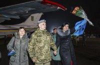 «В Україну потрапляєш, наче в Голлівуд»: зустріч полонених у Борисполі (ФОТОРЕПОРТАЖ)