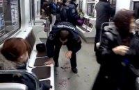 Футбольные фаны устроили кровавую драку в киевском метро