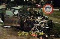 В Киеве BMW протаранил автомобиль аварийной службы, четыре человека пострадали
