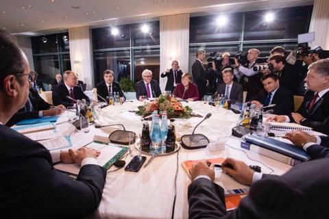 """Порошенко розповів про суперечку з Путіним через """"формулу Штайнмаєра"""" на саміті Нормандської четвірки"""