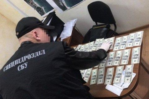 Чиновник комунального підприємства Одеської міськради за хабарі давав дозволи на торгівлю на узбережжі