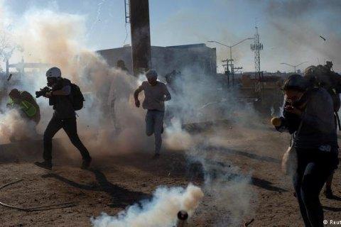 Таможенники  США применили слезоточивый газ против мигрантов