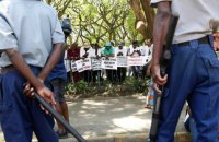 Іранські боти у Зімбабве, китайські колонізатори, Макрон на різдвяній військовій базі. Африка: головне за тиждень