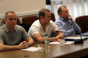 Медведчук заявляє, що брав участь у переговорах на прохання Порошенка