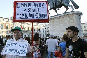 Жители Испании выступили против слишком дорогого визита Папы Римского - у страны и так много долгов