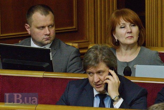 Олександр Данилюк(говорить по телефону)