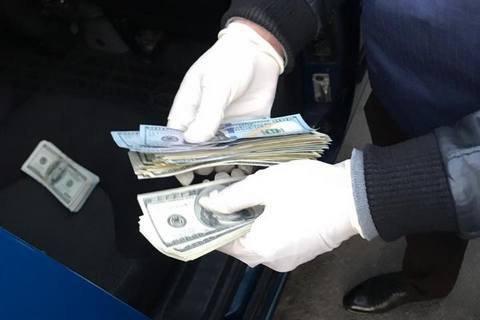 В Луцке на взятке задержали топ-чиновника Госгеокадастра