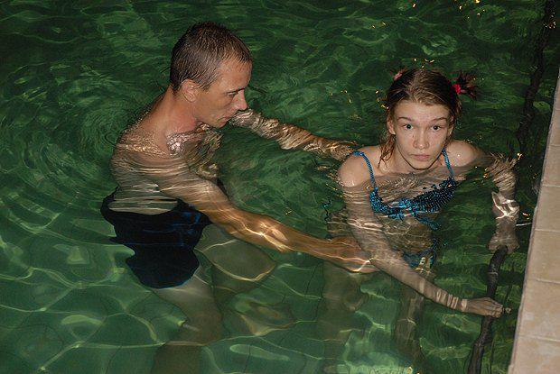 По счастливому стечению обстоятельств, в николаевском профилактории нашлись необходимые для реабилитации Саши бассейн и оборудование
