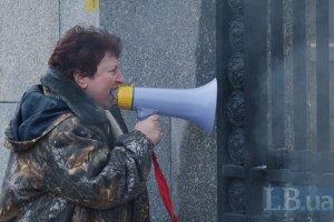 Геращенко извинился перед солдатской матерью с митинга у Минобороны