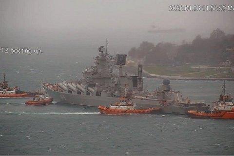 """Российский ракетный крейсер """"Маршал Устинов"""" не сумел пришвартоваться к пирсу в Стамбуле"""