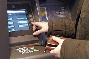 Китаец пытался через банкомат украсть деньги с карт киевлян