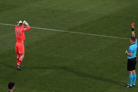 Голкипер сборной Ирландии был удален во время серии послематчевых пенальти