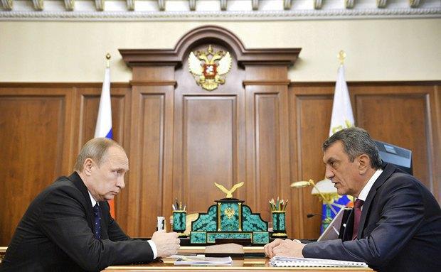 Президент России Владимир Путин и так называемый губернатор Севастополя Сергей Меняйло