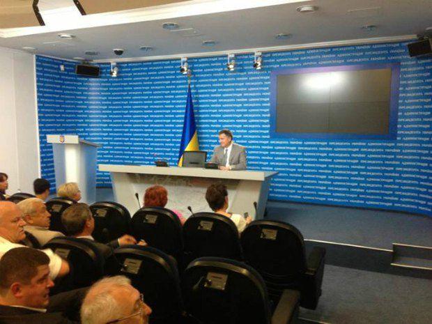 Председательствует в пресс-центре Арсен Аваков