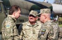 Министр обороны и глава Генштаба посетили передовые позиции на всей линии столкновения на Донбассе