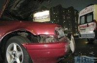 В Киеве водитель Mazda протаранил два автомобиля