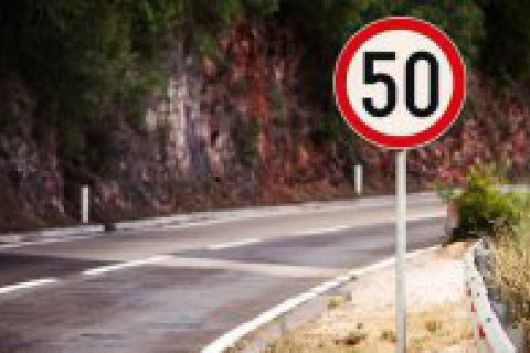 Кабмін схвалив зменшення швидкості до 50 км/год. і видачу перших прав тільки на два роки