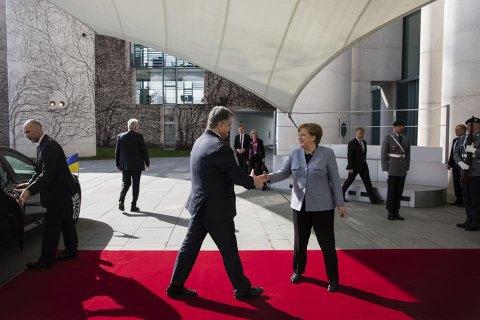 Порошенко розпочав переговори з Меркель