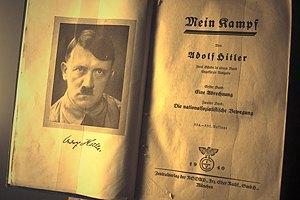 """В Германии """"Майн кампф"""" Гитлера будет переиздана с аннотациями"""